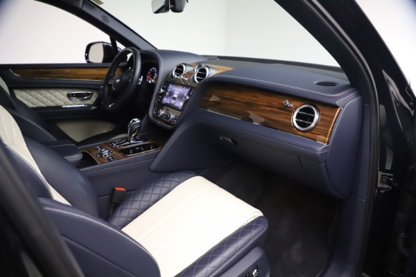 Used 2018 Bentley Bentayga W12 Signature for sale $154,900 at Maserati of Greenwich in Greenwich CT 06830 24