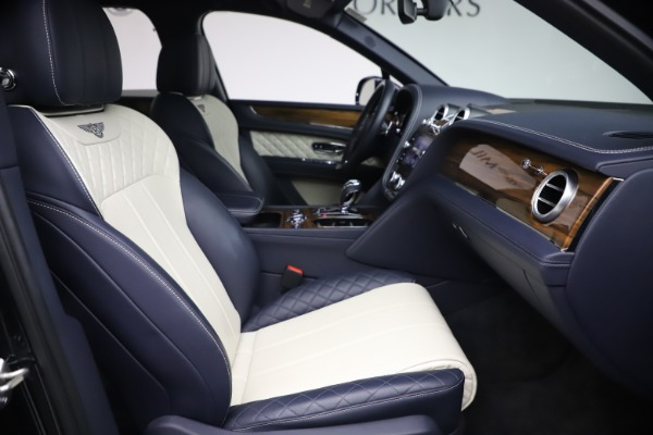 Used 2018 Bentley Bentayga W12 Signature Edition for sale $149,900 at Maserati of Greenwich in Greenwich CT 06830 25