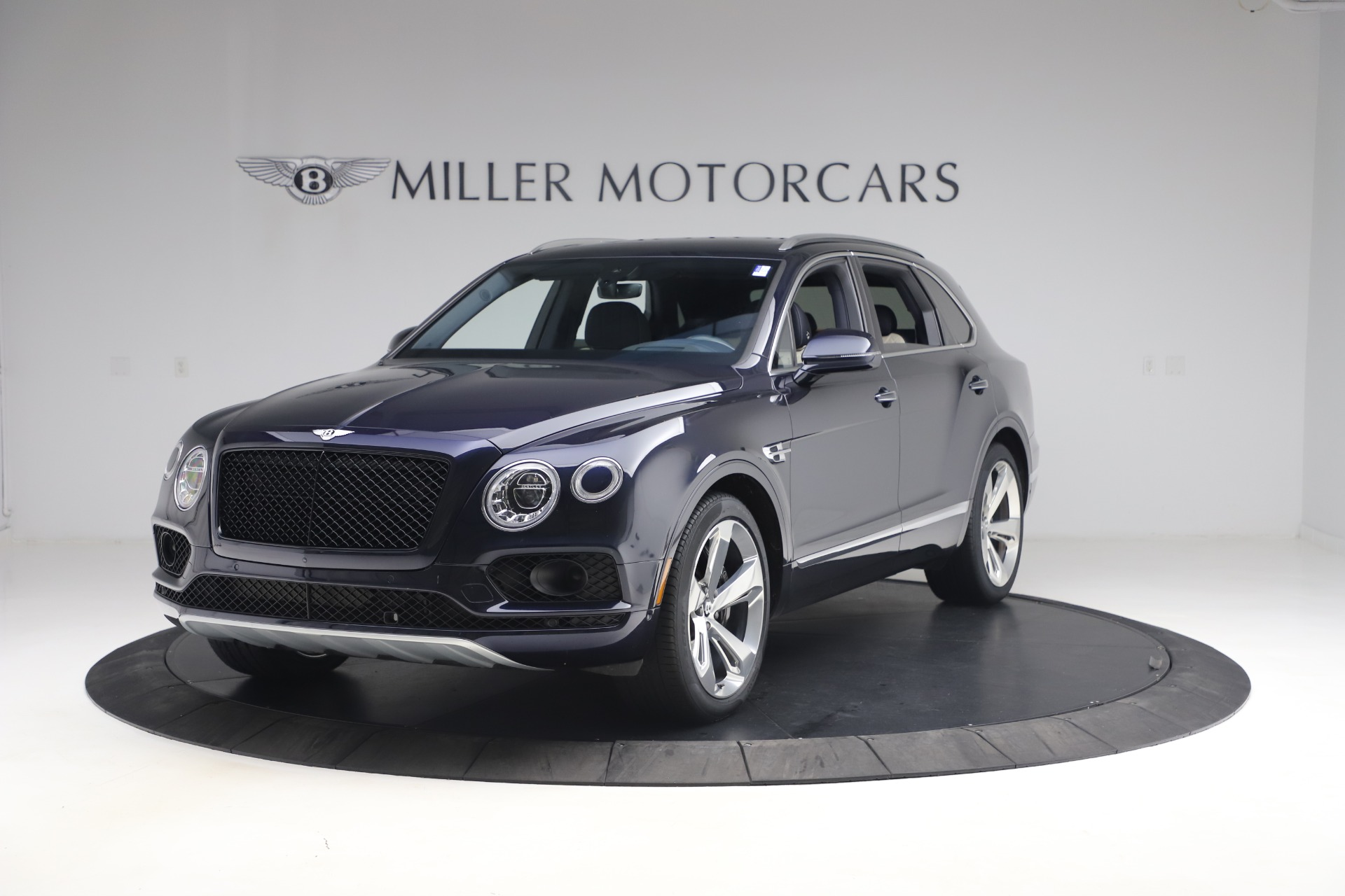 Used 2018 Bentley Bentayga W12 Signature Edition for sale $149,900 at Maserati of Greenwich in Greenwich CT 06830 1
