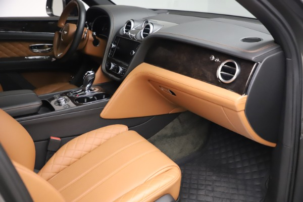Used 2018 Bentley Bentayga W12 for sale $156,900 at Maserati of Greenwich in Greenwich CT 06830 28