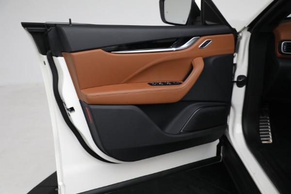 New 2021 Maserati Levante Q4 for sale $85,625 at Maserati of Greenwich in Greenwich CT 06830 17