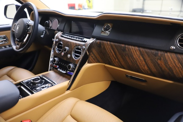 Used 2019 Rolls-Royce Cullinan for sale Sold at Maserati of Greenwich in Greenwich CT 06830 17