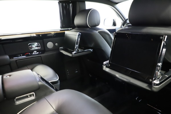 Used 2015 Rolls-Royce Phantom EWB for sale $279,900 at Maserati of Greenwich in Greenwich CT 06830 17