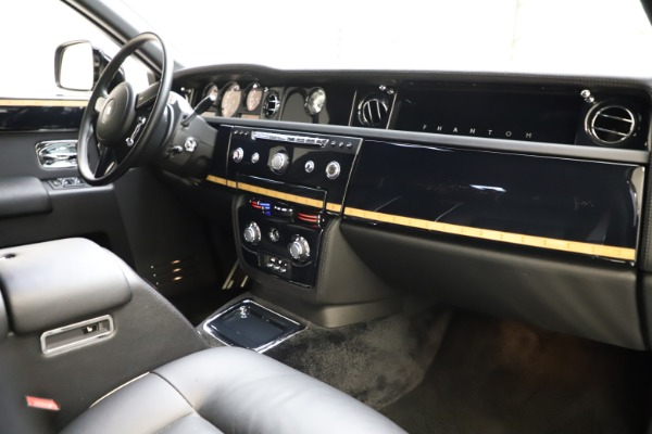 Used 2015 Rolls-Royce Phantom EWB for sale $279,900 at Maserati of Greenwich in Greenwich CT 06830 22