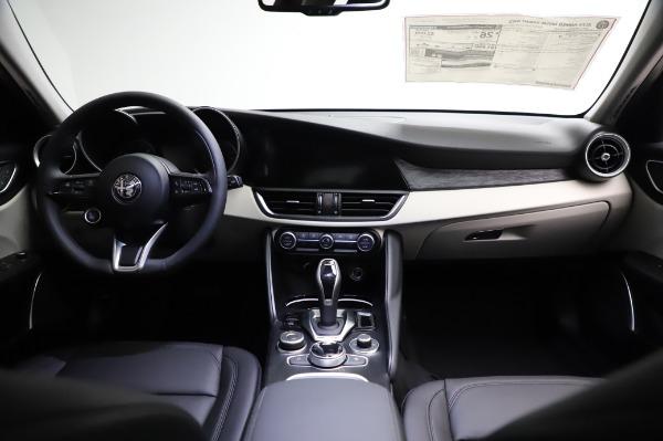 New 2021 Alfa Romeo Giulia Q4 for sale $46,895 at Maserati of Greenwich in Greenwich CT 06830 16