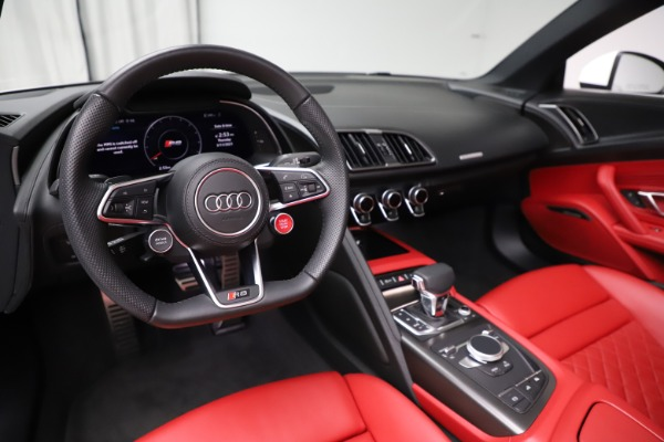 Used 2018 Audi R8 Spyder for sale $154,900 at Maserati of Greenwich in Greenwich CT 06830 19