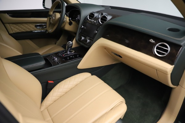 Used 2018 Bentley Bentayga W12 Signature for sale $159,900 at Maserati of Greenwich in Greenwich CT 06830 24
