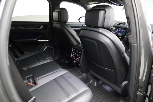 Used 2020 Porsche Cayenne Turbo for sale $145,900 at Maserati of Greenwich in Greenwich CT 06830 25