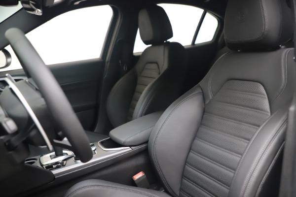 New 2022 Alfa Romeo Giulia Veloce for sale $52,845 at Maserati of Greenwich in Greenwich CT 06830 15