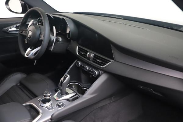 New 2022 Alfa Romeo Giulia Veloce for sale $52,845 at Maserati of Greenwich in Greenwich CT 06830 18