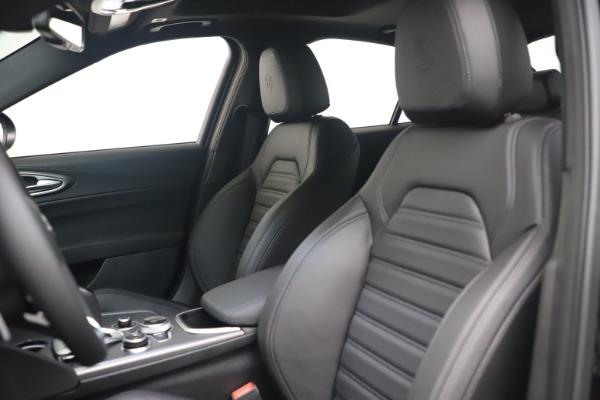 New 2022 Alfa Romeo Giulia Veloce for sale $52,045 at Maserati of Greenwich in Greenwich CT 06830 15