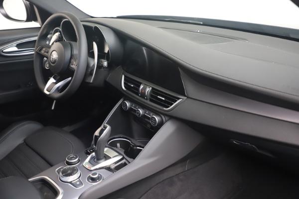 New 2022 Alfa Romeo Giulia Veloce for sale $52,045 at Maserati of Greenwich in Greenwich CT 06830 17