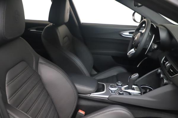 New 2022 Alfa Romeo Giulia Veloce for sale $52,045 at Maserati of Greenwich in Greenwich CT 06830 18