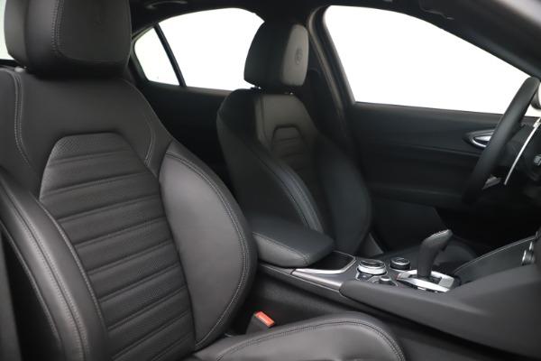 New 2022 Alfa Romeo Giulia Veloce for sale $52,045 at Maserati of Greenwich in Greenwich CT 06830 19