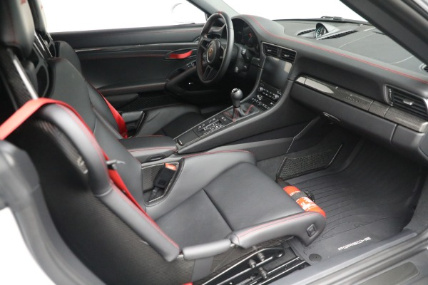 Used 2019 Porsche 911 Speedster for sale $395,900 at Maserati of Greenwich in Greenwich CT 06830 25